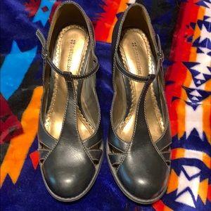 Naturalizer black leather t strap heels